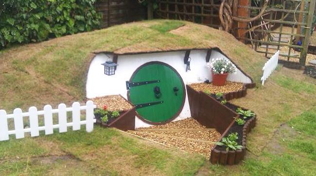 Una dimora costruita in giardino per ricordare i film di Tolkien