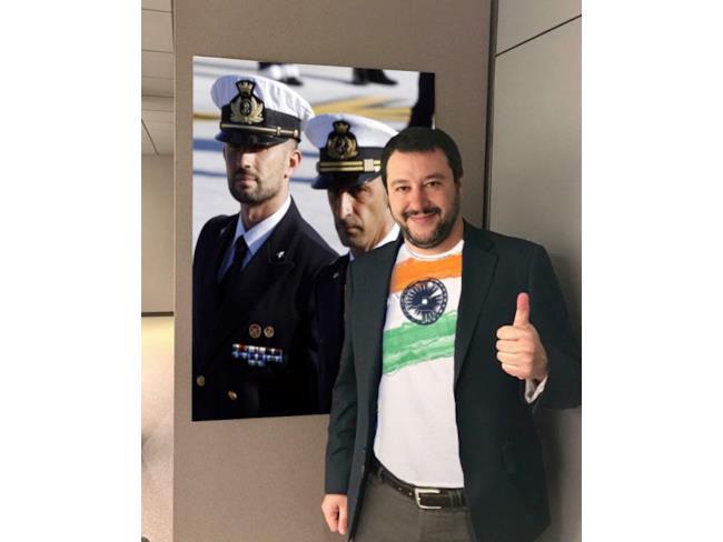 Meme di Salvini con i Marò