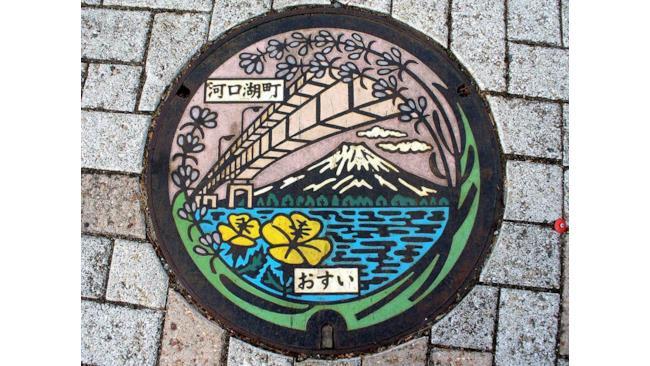 Un ponte e sotto il Monte Fuji