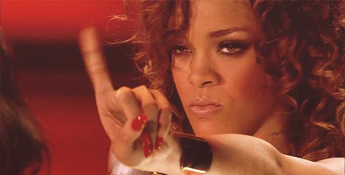 Rihanna non è d'accordo - GIF di reazione ai commenti, le più divertenti da usare su Whatsapp e Facebook