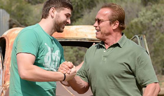 Schwarzy e il fortunato fan con cui ha distrutto cose in un carro armato