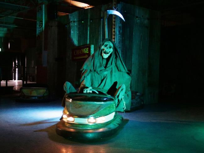 Dismaland, il lugubre parco di Banksy ha la sua versione della Morte
