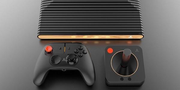 Il design della console Atari VCS e dei due controller: un ponte tra passato e moderno.