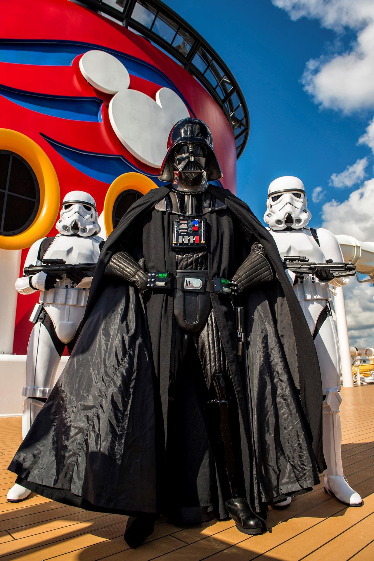 Darth Vader in un'immagine promozionale per le crociere Disney a tema Star Wars