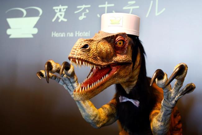 Il receptionist velociraptor all'hotel dei robot