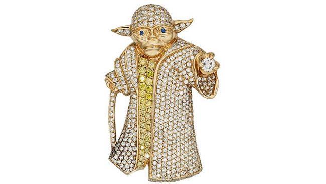 Una foto al gioiello di diamanti raffigurante Yoda