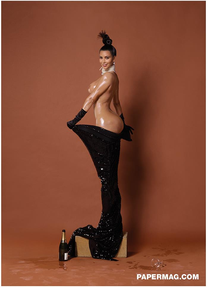 Kim Kardashian di tre quarti per Paper Magazine