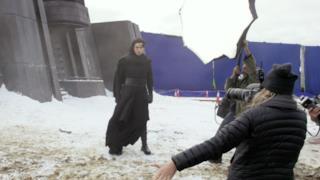 Adam Driver sul set di Star Wars 7 nel ruolo di Kylo Ren