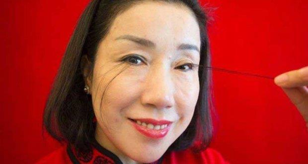You Jianxia, la donna  che detiene il record per le ciglia più lunghe del mondo