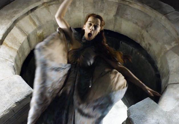 Lysa Arryn cade dalla Porta della Luna