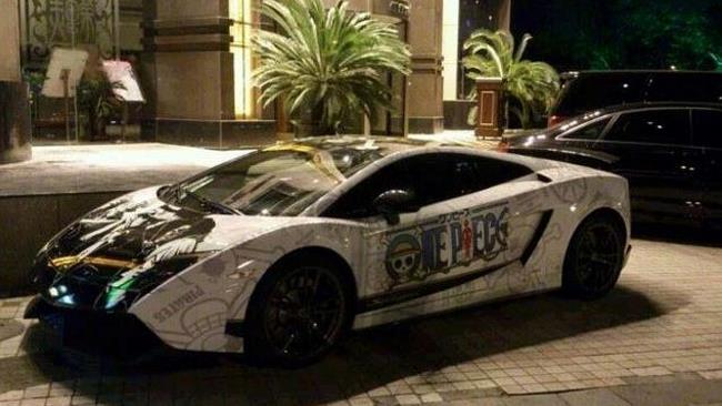 Un appassionato di One Piece ha trasformato la sua auto dedicandola al manga di Oda