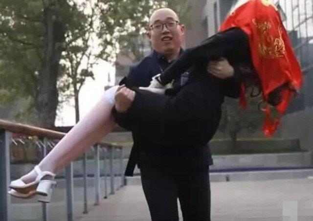 Zheng con sua moglie robot