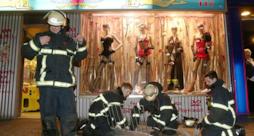 I vigili del fuoco intervenuti al sexy shop Sexy Angel