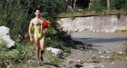 Borat col suo costume indecente