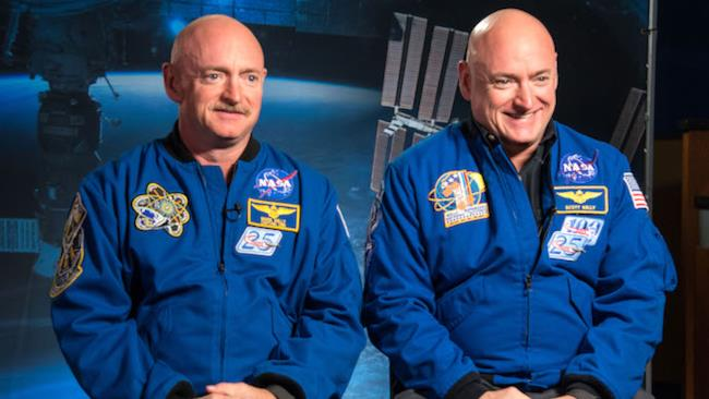 A sinistra Mark Kelly, a destra Scott Kelly
