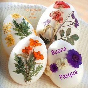 Delle uova con dei fiori - Immagini per auguri di Buona Pasqua