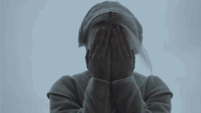 Peek a boo è il gioco al centro del nuovo trailer di The Witch