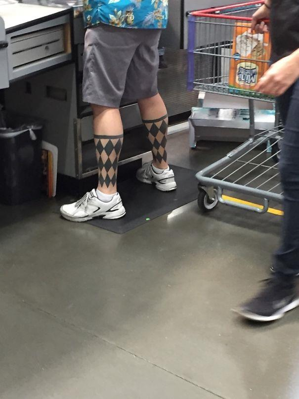 Due improbabili tatuaggi sulle gambe - I peggiori tatuaggi mai realizzati