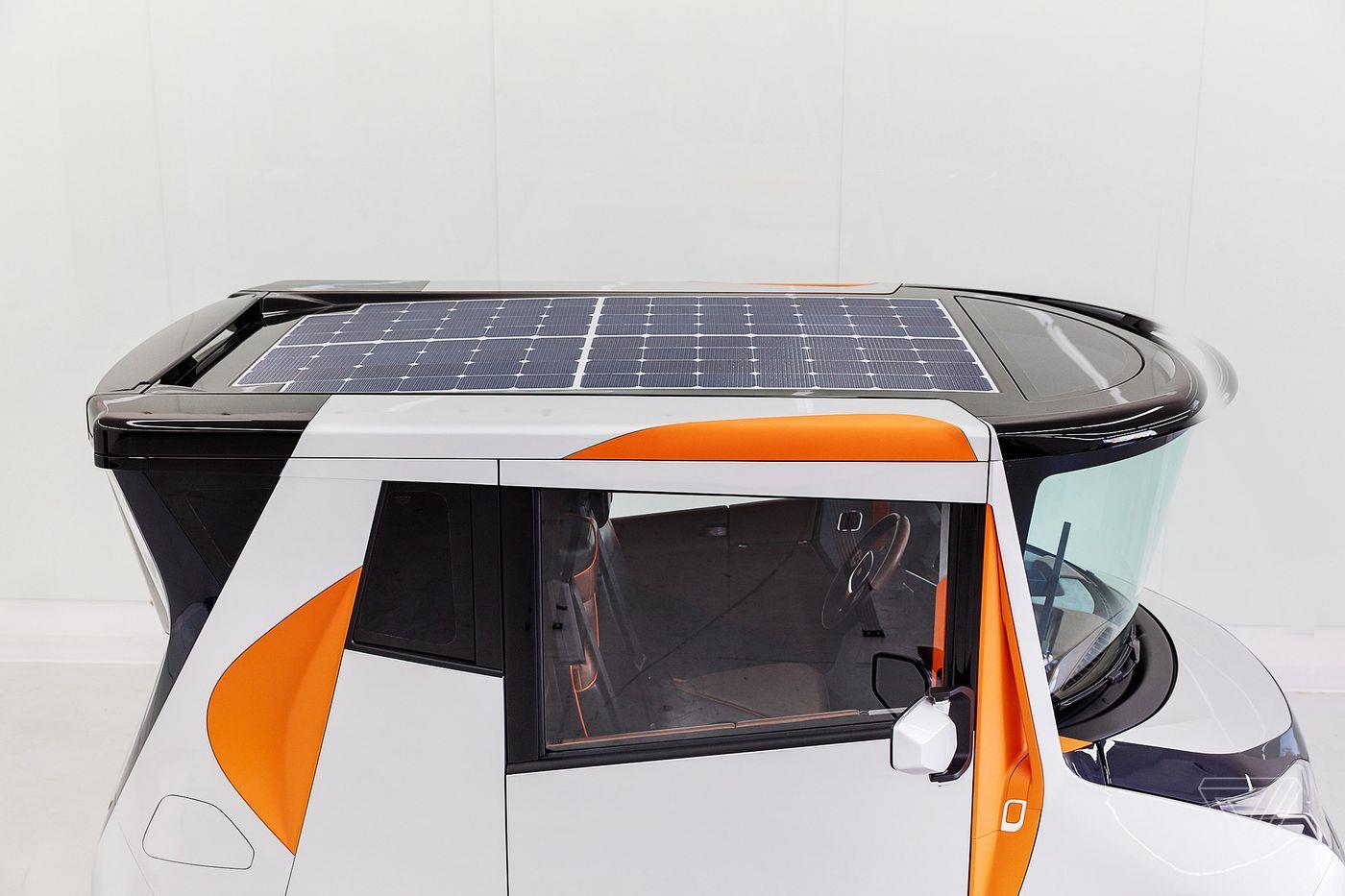 Il tettuccio della macchina è dotato di pannelli a energia solare