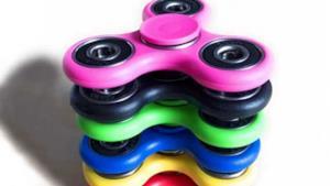 Una serie di fidget spinner