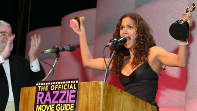 Halle Berry non si fa problemi ad accettare un Razzie Award