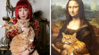 Un gatto insieme alla sua padrona e in braccio alla Monnalisa