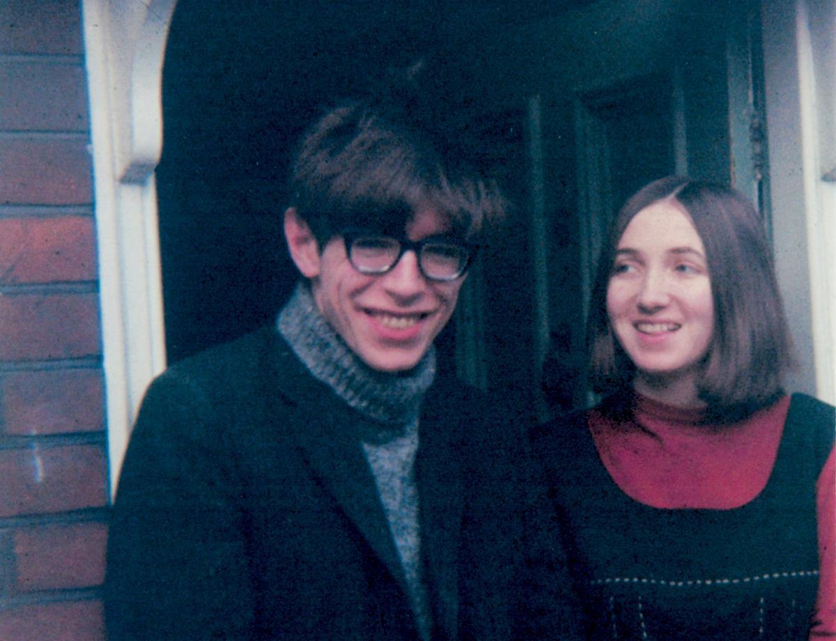 Stephen Hawking da giovane e la sua ex moglie Jane Wilde