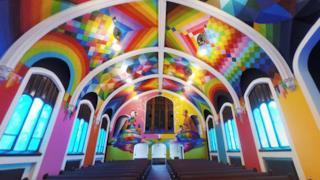 L'interno della chiesa della Cannabis