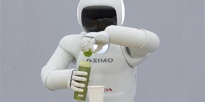 Il robot umanoide Asimo in azione