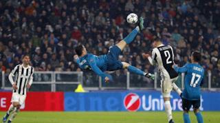 Cristiano Ronaldo in volo per eseguire la rovesciata