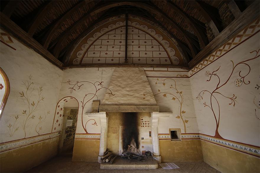 Uno degli interni realizzati in stile medievale