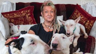 Una donna ha mandato via di casa il marito dopo 25 anni di matrimonio per i suoi cani.