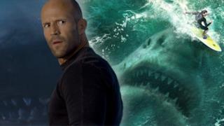 L'attore Jason Statham e, come sfondo, il gigantesco squalo preistorico di The Meg