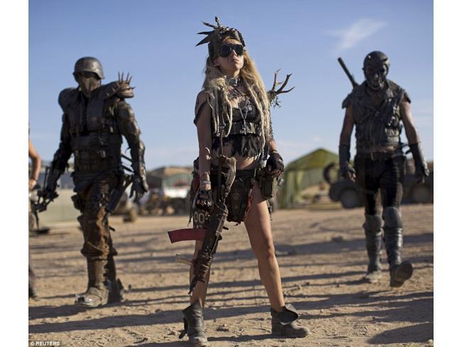 I fan alla Wasteland Weekend pronti alla conquista del deserto