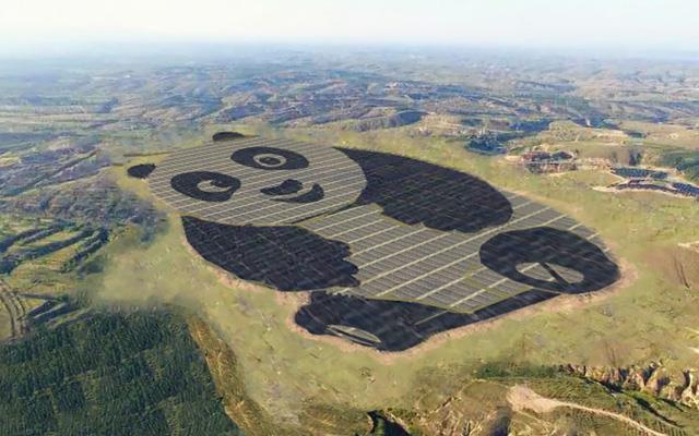 Foto aerea del meraviglioso disegno composto da pannelli solari.