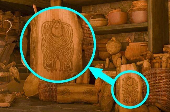 L'intaglio raffigurante Sulley di Monsters & CO. nella casa della strega di Brave