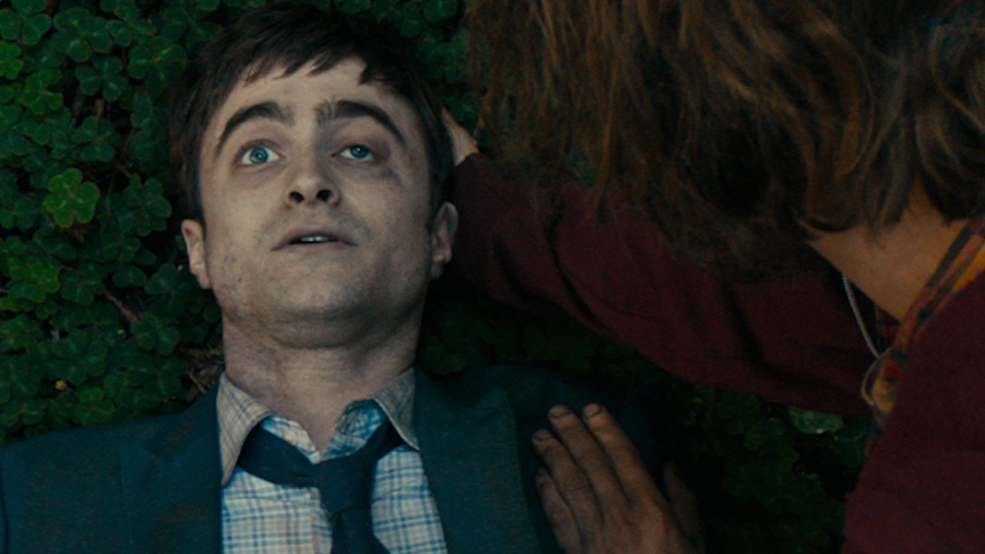 In Swiss Army Man Daniel Radcliffe è uno spassoso cadavere con problemi di meteorismo