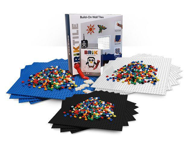 La scatola di gioco Brik, con una base da appendere al muro e tani mattoncini per costruire delle vere e proprie opere d'arte.