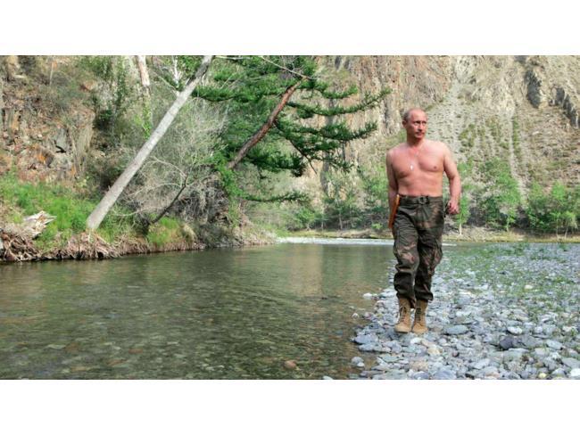 Putin a petto nudo
