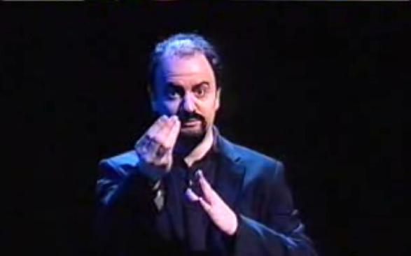 Foto di Lucarelli interpretato da Fabio de Luigi