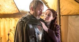 Stannis e Melisandre in una scena di Game of Thrones