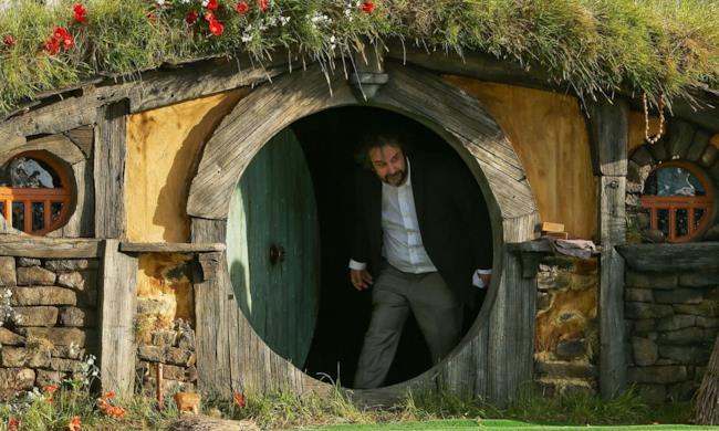 Peter Jackson esce dalla casa di Bilbo