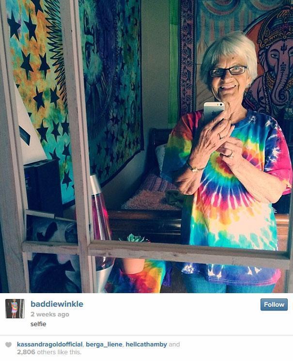 la nonna di Instagram  si spara selfie