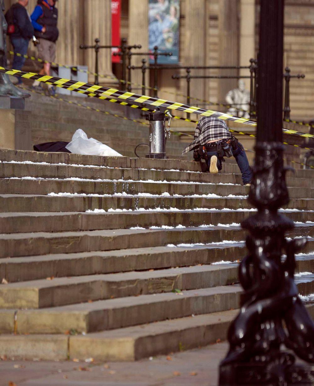 Sul set del film vediamo anche delle scale ricoperte di neve