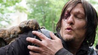 Daryl Dixon e uno scoiattolo