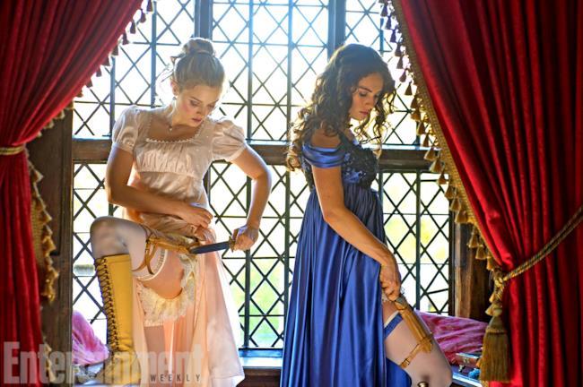 Le sorelle Bennet si preprano con gli accessori necessari alla lotta zombie