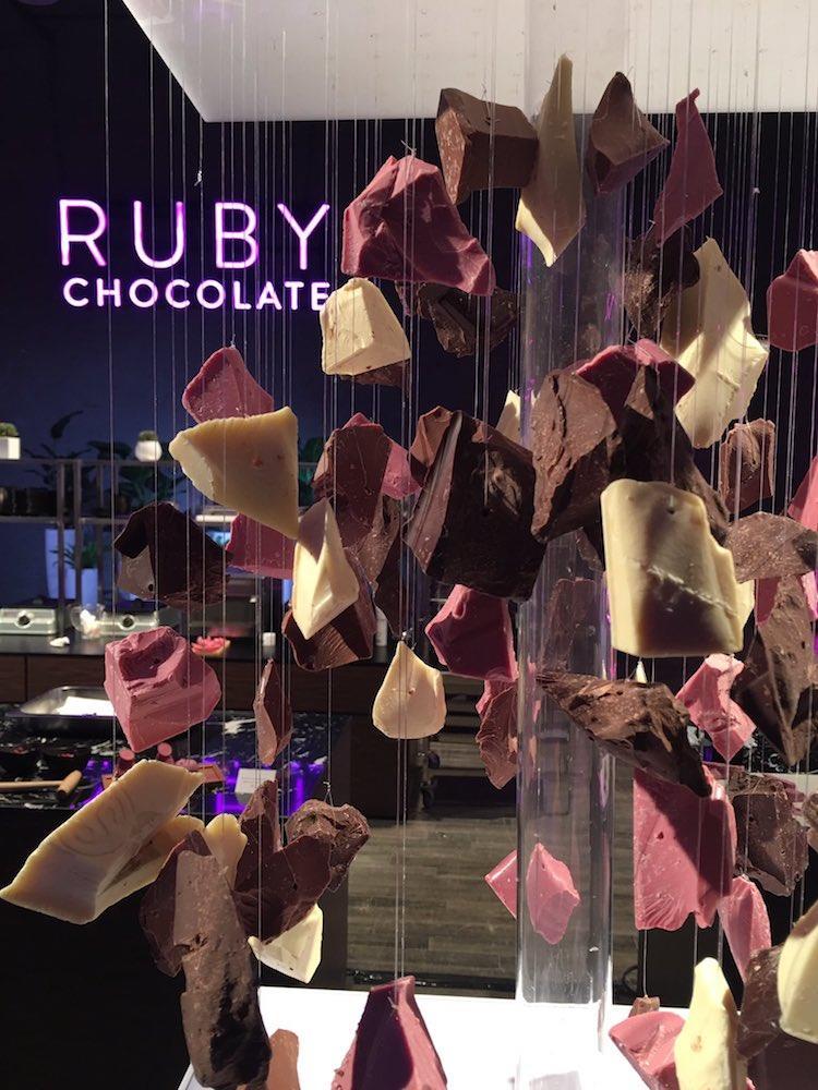 Il cioccolato rosa tra tutti gli altri gusti.