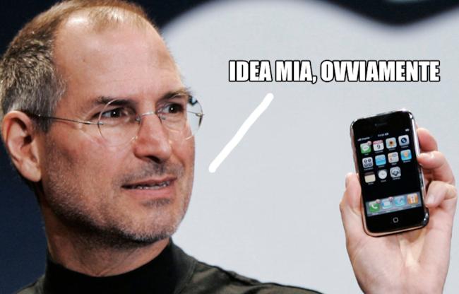 Foto di Steve Jobs con il primo iPhone
