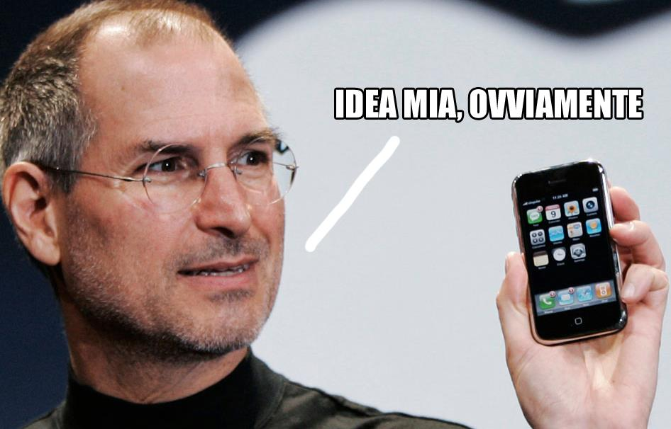 Il primo iPhone in mano a Steve Jobs