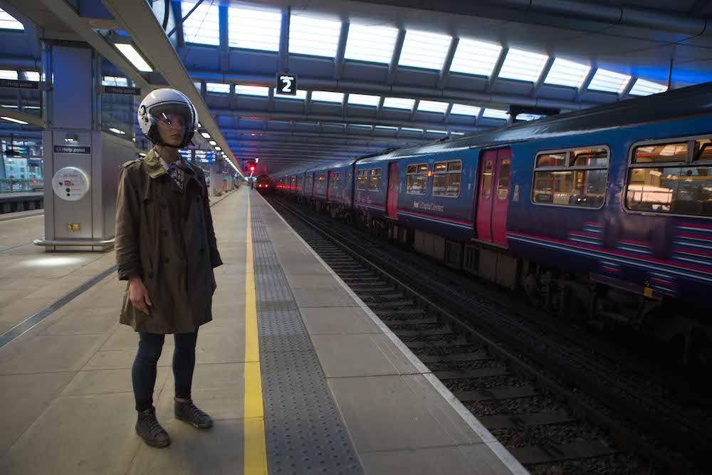 Il prototipo dell'Experience Helmet indossato
